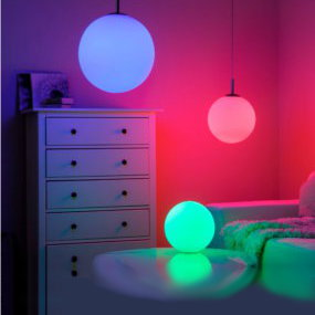 Bunte LED-Kugelleuchten dekorieren jeden Raum