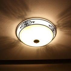 Leuchte im klassischen Landhausstil in antik-braun, 2 Größen
