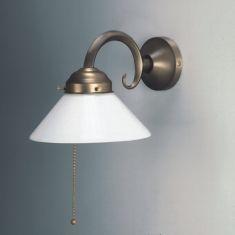 Wandleuchte in Altmessing mit Zugschalter und Opalglas 17 cm