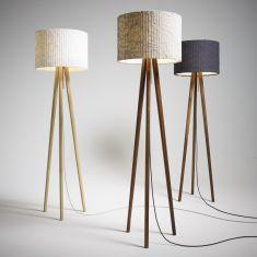 Design-Stehleuchte aus Echtholz mit unterschiedlichen Schirmen