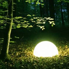Moonlights-Halbkugel mit Eingrabsockel - Lichtszene
