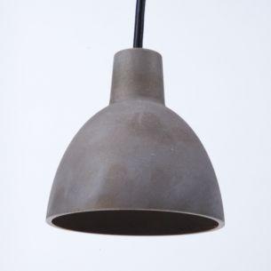Multitalentierte Pendelleuchte aus Metall in Messing brüniert
