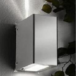 Außenwandleuchte mit tollen Lichteffekt, Lichtaustritt schmal nach oben - breit und unten