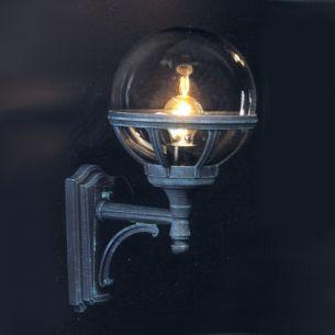 Klassische Aussenwandleuchte aufrecht - in 3 Farben und getöntem Kunststoffglas in Kugelform