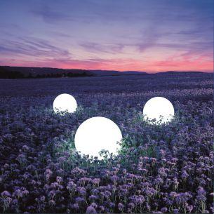 Mit Aufschraubsockel-Lichtszene MOONLIGHTS - toll zu inszenierende Kugelleuchten, Ø von 25cm bis 75cm wählbar