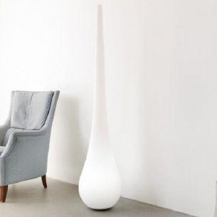 Standleuchte Stand-Up,  skulptural und überdimensional - Indoor Variante