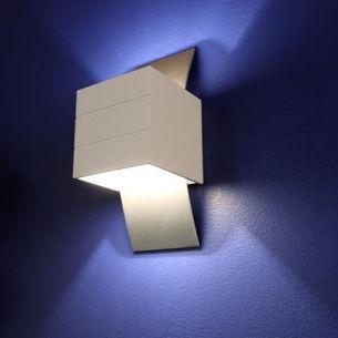 Kleine Wandleuchte -große (Licht-)Wirkung in weiß matt und Aluminium