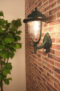 Außenwandleuchte grün in klassischer Form mit Bewegungsmelder - Erfassungsreichweite 8 Meter grün, 44,00 cm, 180°, 8,0 m, 8 min., 5 sec.