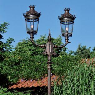 2 flammige Mastleuchte - Laterne handgeschmiedet, reich verziert, Patina - Höhe 443cm