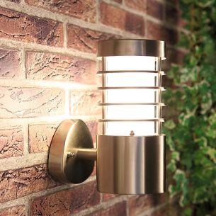 Außenwandlampe mit Lamellen in Edelstahl