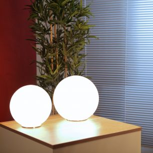 Tischleuchte in Kugelform, 2 Größen, 25 und 30 cm im Durchmesser