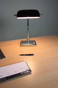 Bankerslamp mit schwarzem Schirm aus Glas - mit Drehdimmer am Leuchten