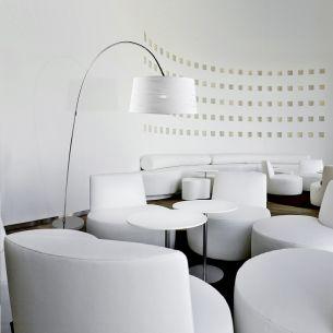 Bogenleuchte in Chrom mit wählbarem Leuchtenschirm in Weiß oder Schwarz