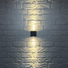 Beamer-Wandleuchte nur für den Außenbereich geeignet, in Silbergrau oder Anthrazit verfügbar