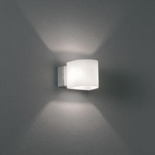 Wandleuchte Toco aus weißem Opalglas