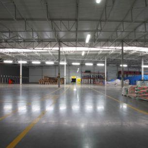 Hermetische Leuchte aus Kunststoff, IP65 für Feuchtraum und Außenbereich geeignet, schlagfest bis IK10