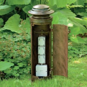 Steckdosenpoller mit 3 Steckdosen - handgeschmiedet aus Gusseisen - Patina Lackierung - Höhe 61cm