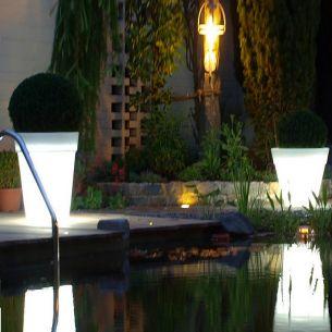 beleuchtete pflanzgef e wohnlicht. Black Bedroom Furniture Sets. Home Design Ideas
