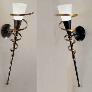 Fackelleuchte in Schwarz oder Rost-antik mit goldener Spirale und weißem Scavoglas