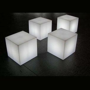 Leuchtwürfel für Außen in 20cm Kantenlängen IP55 mit Steckerzuleitung und Erdspieß 1x 7 Watt, 20,00 cm, 20,00 cm, 20,00 cm