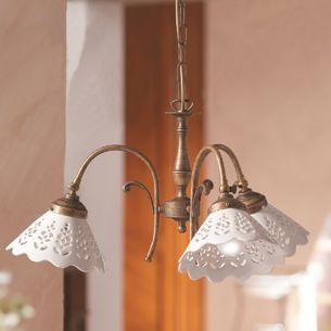 Pendelleuchte im Landhausstil - Keramik-Lampenschirme - Messingfarbig - 3- oder 5-flammig