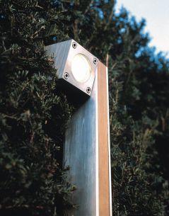 Leuchte aus Teakholz und Edelstahl oder elektrolytisch poliertem Edelstahl, 1 flammiger Strahler 1x 35 Watt