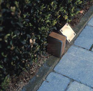 Bodenleuchte aus Teakholz und Edelstahl oder elektrolytisch poliertem Edelstahl, 1 flammiger Strahler 1x 35 Watt