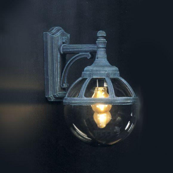 Klassische Aussenwandleuchte hängend - in 3 Farben und getöntem Kunststoffglas in Kugelform