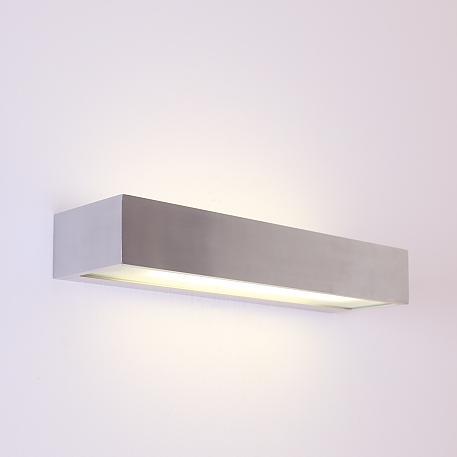 wandleuchte mit satinierten gl sern lichtaustritt oben und unten wohnlicht. Black Bedroom Furniture Sets. Home Design Ideas