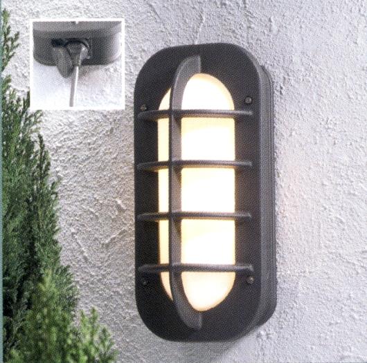 aussenwandleuchte mit integrierter steckdose in matt schwarz wohnlicht. Black Bedroom Furniture Sets. Home Design Ideas