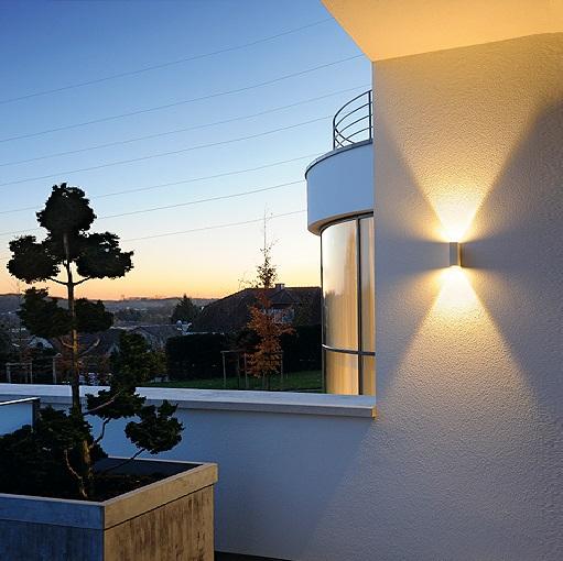 up and down led wandleuchte f r den au enbereich mit lichtaustritt nach unten und oben in zwei. Black Bedroom Furniture Sets. Home Design Ideas
