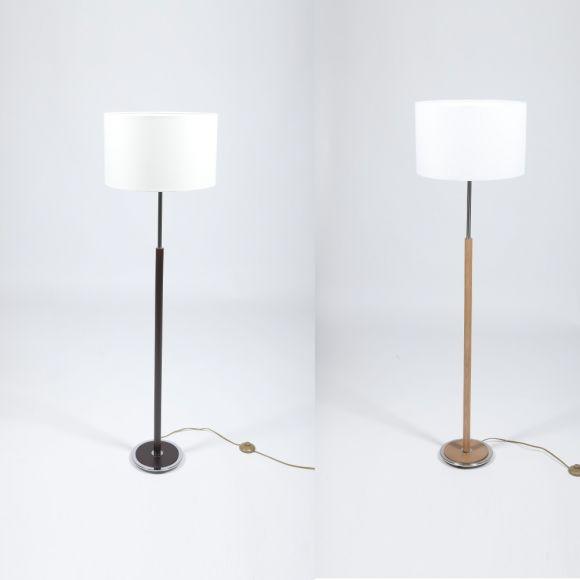 klassische stehleuchte mit stofflampenschirm und holzfu. Black Bedroom Furniture Sets. Home Design Ideas